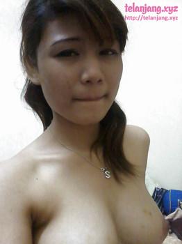 Foto abg cantik selfie pamer toket super gede , toket jepit kontol, penis dijepit toket, payudara jepit burung