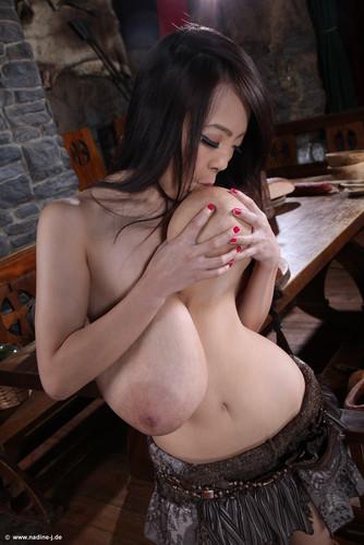 Hitomi Tanaka   The Wench   Photos 62
