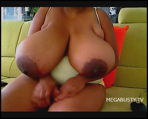 Pam – Showing Huge Boobs On A Webcam 22 mins